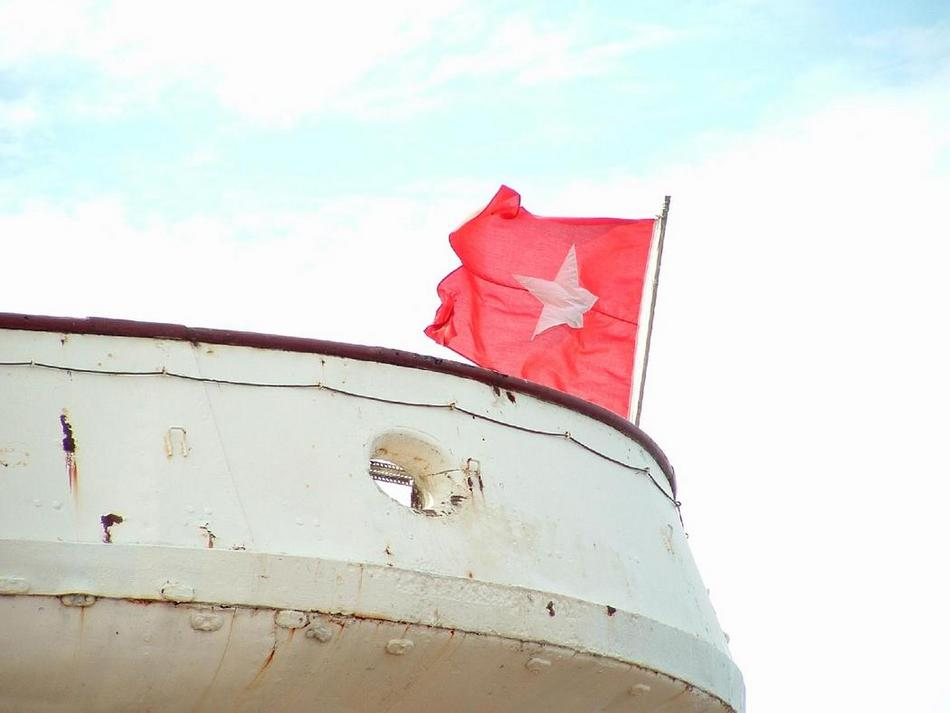 White Star flag on Nomadic's stern